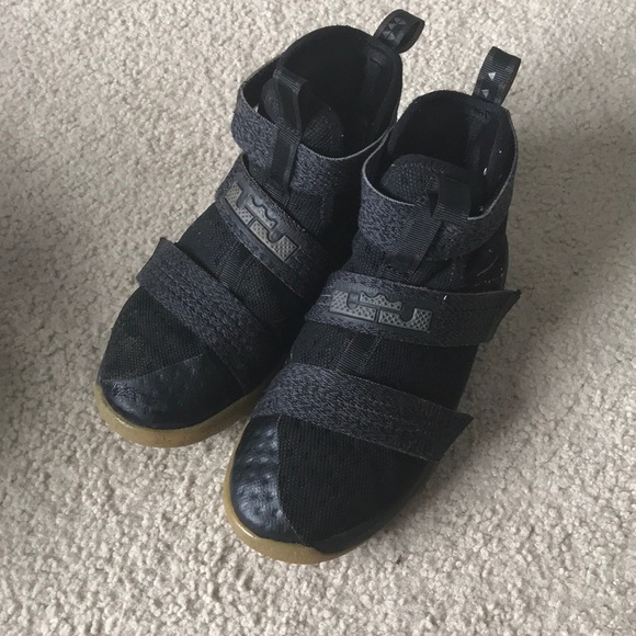 f7d15d161478 Kids LeBron Sneaker Soldier 10. M 5a75f7bba6e3eaef7184ca2a
